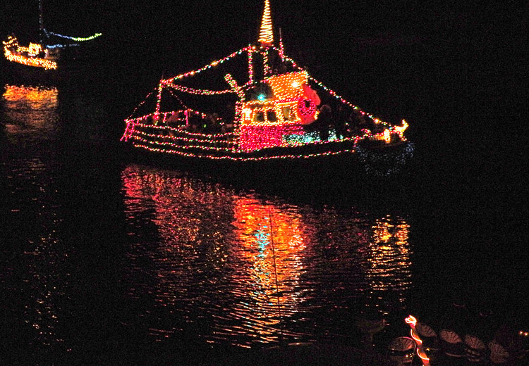 Lighted-Boat-Parade-1_web